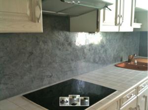 peindre carrelage cuisine avec de la chaux ferrée sur crédence-photo après