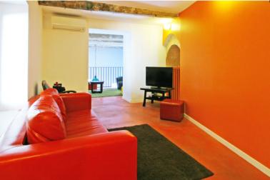 Association couleur rouge et orange dans salon - Association couleur rouge ...