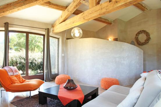 Associer la peinture orange dans salon cuisine et chambre - Deco salon couleur chaude ...