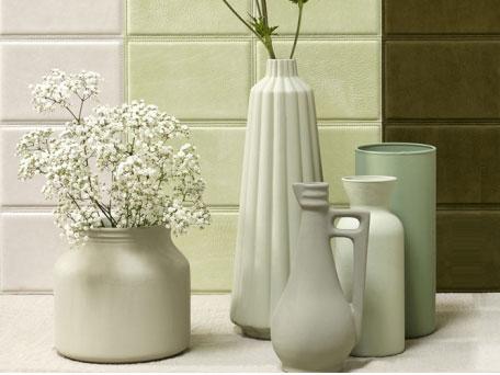 Couleur vert. Ensemble de vases en céramique vert d'eau et céladon pour créer une ambiance zen et naturelle dans le salon