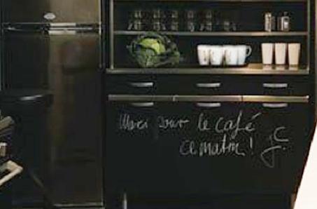 Meuble de cuisine avec peinture a tableau for Prix peinture meuble cuisine