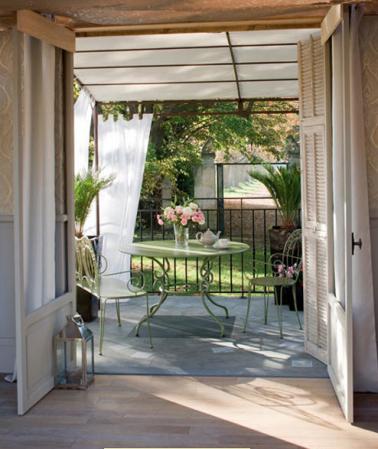 Terrasse en prolongement salon auvent en voilage - Rideaux d exterieur pour terrasse ...
