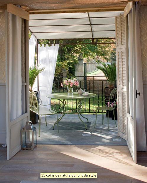 terrasse en prolongement salon auvent en voilage decoration maison idees deco interieur. Black Bedroom Furniture Sets. Home Design Ideas