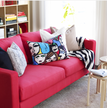 la décoration du salon avec les coussins et plaid