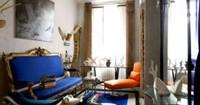 decoration-salon-canape-bleu-peinture-murale-gris-perle
