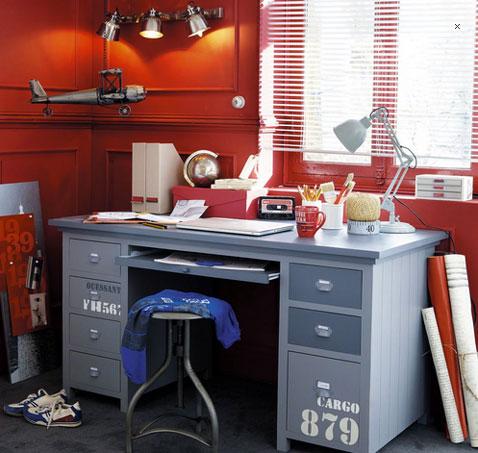bureau chambre enfant couleur gris decoration au pochoir de chiffre, tabouret et armoire de rangement assortis
