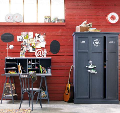 bureau en bois gris pour chambre enfant à assembler avec plusieurs éléments : plateau, tréteaux, étagère de rangement.