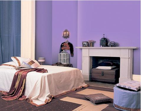 Comment utiliser le violet dans le salon for Couleur peinture mur chambre