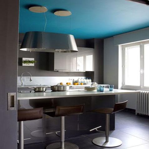 decoration cuisine vintage association de 3 couleurs peinture bleu canard pour plafond, gris souris et gris perle pour la peinture murale