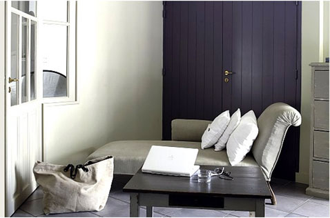 couleurs salon belle association de violet et gris. Black Bedroom Furniture Sets. Home Design Ideas
