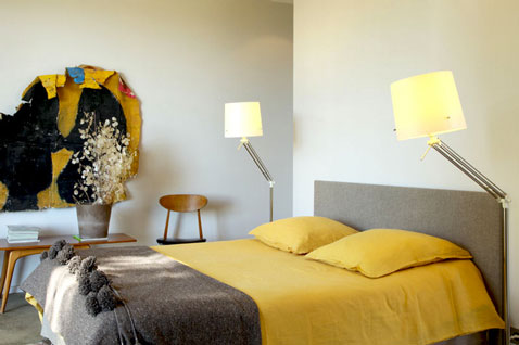 d co chambre harmonie de couleur jaune et gris taupe. Black Bedroom Furniture Sets. Home Design Ideas