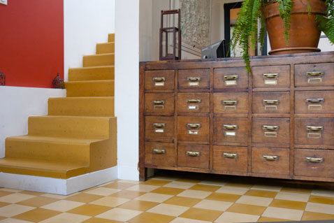 Comment associer la couleur jaune en d co d 39 int rieur for Carrelage damier rouge et blanc