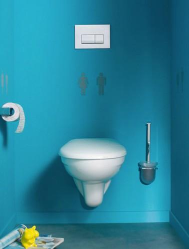 Peinture wc bleu azur et pochoir signal tique wc for Peinture toilettes idee