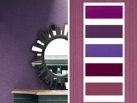 La couleur violet et ses nuances de couleur prune, parme, lavande en peinture et éléments de décoration avec du blanc, du gris ou noir crée une ambiance déco à la fois féminine et masculine