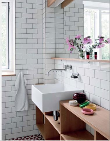 Carrelage salle de bain blanc joint gris sol mosaique noir for Salle de bain carrelage noir et blanc