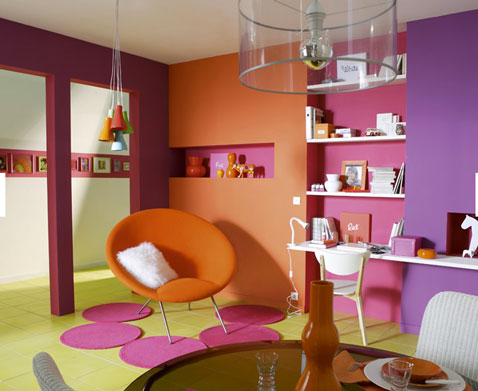 Couleurs vives pour salon orange fushia vert anis violet for Deco salon vert anis