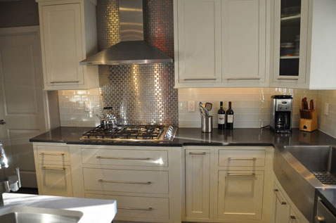 La cr dence carrelage inox dans la cuisine c 39 est top for Modele de credence pour cuisine