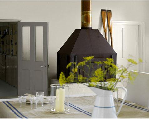 decoration cuisine style industriel harmonie de couleur lin et taupe pour la peinture grand poêle couleur marron