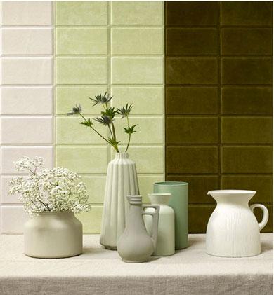 Panneau décoratif en carreaux de cuir à partir de cuir vachette pleine fleur. dalle de 18X12 cm couleurs : glacier, pistache et vert olive