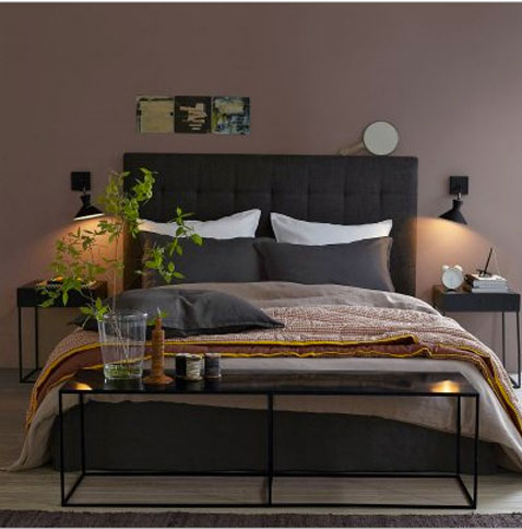 chambre couleur murs taupe avec literie couleur chocolat. Black Bedroom Furniture Sets. Home Design Ideas