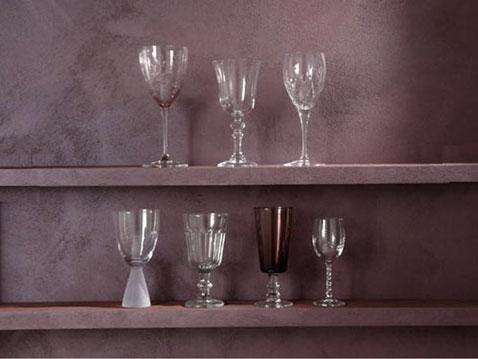 buffet de salle à manger relooké avec une peinture à effet patine couleur prune, Réf. pigments chaux Rhassoul de Maison Décorative