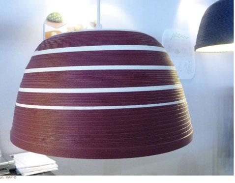 Nouveauté du salon Maison et Objet, une suspension en papier 100 % recyclé couleur prune, existe dans d'autres coloris. Designer : DRZ-inc