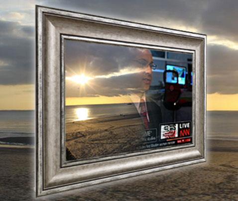 nouveaute dans l'univers de la télévision et du multimédia à la maison, le téléviseur miroir réflex. TV éteinte le télévision devient miroir. Téléviseur en marche, fonctions : TV, internet