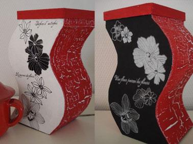 paire de grands vases anciens relooker avec une peinture à effet craquelé. Jeu de couleur rouge et noir en craquelure