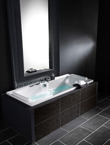 Salle de bain style baroque carrelage peinture et miroir noir for Salle de bain carrelage gris noir