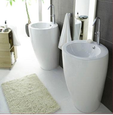 Salle de bain design en gris et blanc lavabo castorama for Salle de bain design avec castorama lavabo a poser