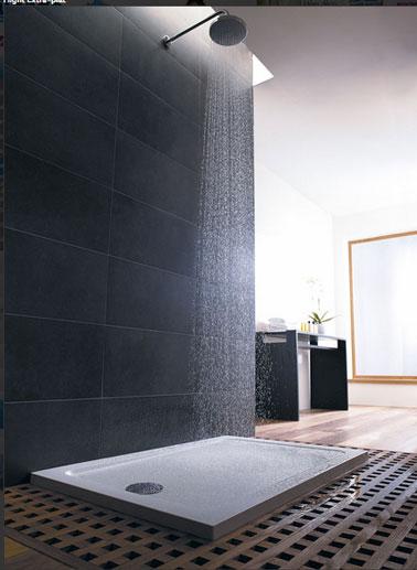 Receveur douche extra-plat, très lèger, traité anti-bactérien dans la masse. Existe en plusieurs dimensions, jusqu'à 1,70cm de long