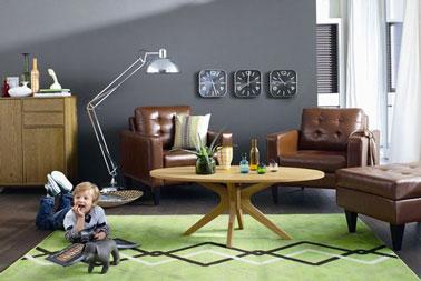 Un tapis pour éclaircir un salon peu lumineux. Autre solution,  des voilages légers pour faire rentrer la lumière extérieurs