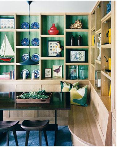 Osez les couleurs tendances dans la cuisine en 2013 : bleu-monaco, vert émeraude associés à du noir le du bois cérusé blanc