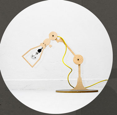 lampe style industriel  réalisée en bois contreplaqué
