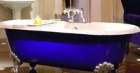peindre-baignoire-fonte-couleur-bleu-monaco-et-blanc