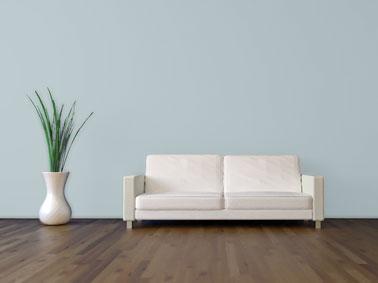 Avant de peindre un mur de couleur foncée avec une peinture de couleur claire il est impératif de passer une sous-couche ultra couvrante