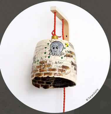 Petite lampe en céramique peinte à la main. Chaque pièce est différente et unique. Exclusivité Serendipity