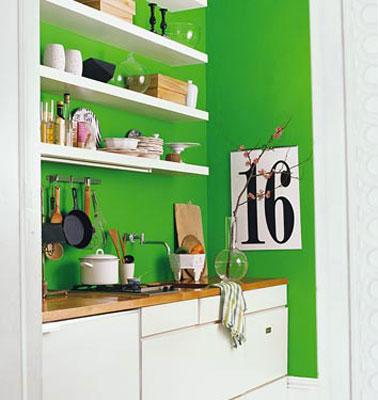 Cuisine peinture vert emeraude et meubles blancs for Cuisine peinture verte