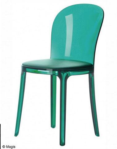 Chaise transparente vert émeraude pour la cuisine ou la salle à manger. Disponible chez madeindesign
