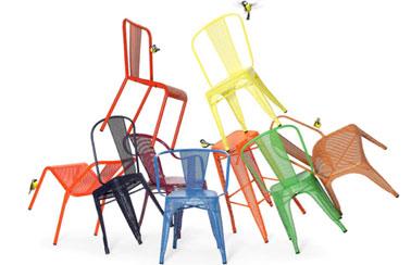 Les chaises AC et T37 de Tolix deviennent perforées dans la collection 2013 et se déclinent en 51 couleurs