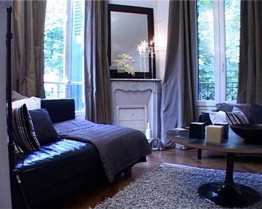 Couleur salon canape noir rideaux tapis gris - Deco salon canape noir ...