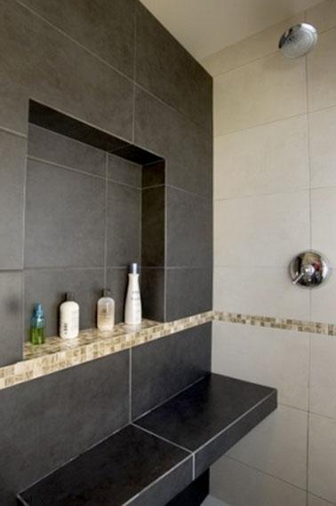 Grande niche de rangement dans salle de bain italienne - Etagere murale pour douche ...