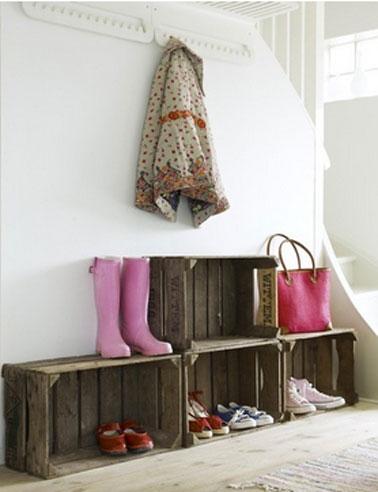 Id e rangement chaussures sous escalier avec caisse en bois - Rangement pour chaussures fait maison ...