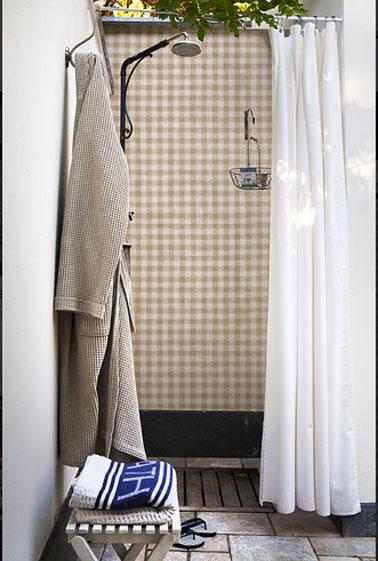 Papier peint salle de bain spécial pour douche, salle de bains et murs des lieux fortement humides comme un spa ou une piscine. Collection OUT de Wall & Déco.