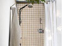 Un papier peint révolutionnaire pour la salle de bain qui se pose sur les murs de douche et les murs exposés à l'eau : spa, terrasse, façade extérieure. Le papier peint OUT Wall&deco