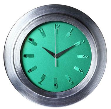 Une pendule qui affiche l'heure aux couleurs tendances 2013 chez Tati