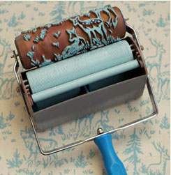 Un rouleau à peindre muni de 2 réservoirs pour imprimer des motifs de 2 couleurs sur du tissu