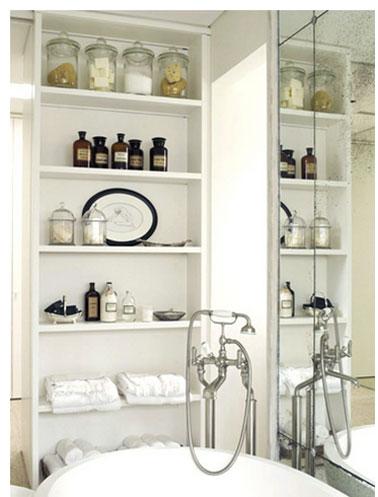 Salle de bain ambiance retro etageres bois blanc - Etagere salle de bain bois ...