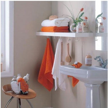 salle de bain blanc orange etageres stratifie crochets porte serviettes. Black Bedroom Furniture Sets. Home Design Ideas