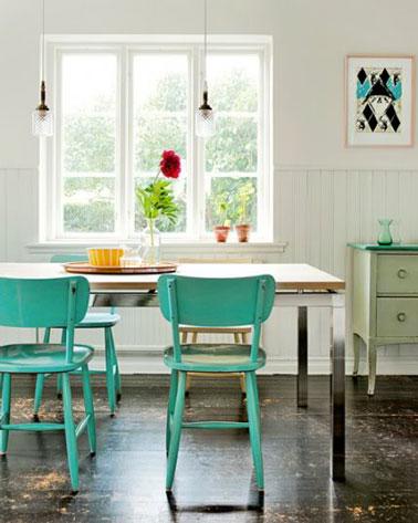 D co r cup dans une salle manger avec chaises et bahut vert for Salle a manger vert